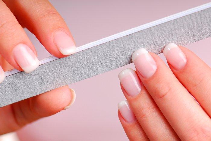 O uso da lixa pode enfraquecer as unhas?