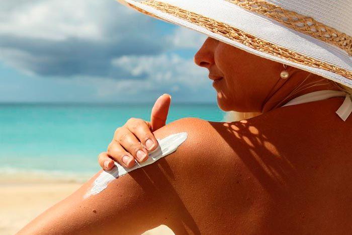 Aprenda como cuidar da pele no verão para evitar o ressecamento e ficar ainda mais linda