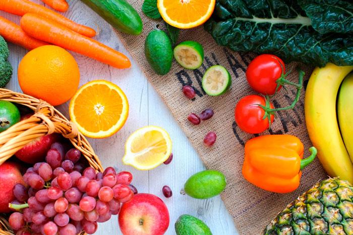 oma alimentos saudáveis e beba bastante água!